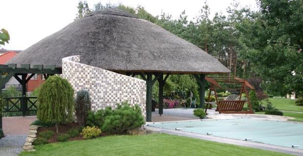 Basen ogrodowy, nawadnianie i sterowanie oświetleniem, czyli komfortowy ogród