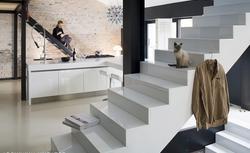Jak wykończyć wewnętrzne schody betonowe - efektowna okładzina i balustrada