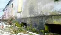 Mur nasiąknięty wilgocią