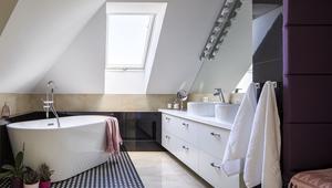 Aranżacja łazienki na poddaszu. 8 pomysłów na łazienkę na poddaszu