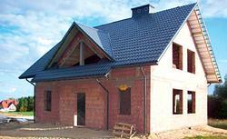Betonowiec, czyli jak powstaje dach betonowy. Czy warto mieszkać pod dachem żelbetowym?