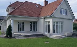 Zakup nieruchomości. Jaka stawka VAT za zakup nowego domu lub działki z rozpoczętą budową?