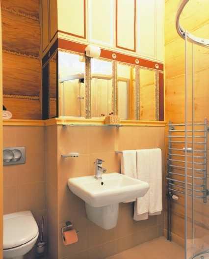 Zabudowa szkieletowa łazienki w domu z bali