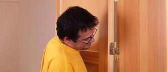 Akcesoria do drzwi wewnętrznych. Zakmki, klamki i zawiasy