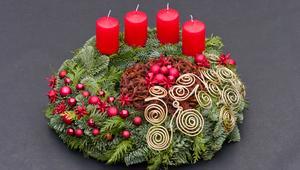 Jak zrobić stroik świąteczny? Zobacz film z pomysłami na własnoręcznie robione ozdoby świąteczne