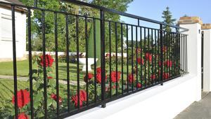 Metalowe ogrodzenia systemowe - jak dobrze wybrać, jak o nie dbać?
