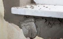 Naprawa ścian. Likwidacja uszkodzeń tynków wewnętrznych