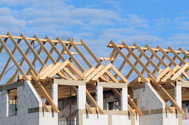 drewniana konstrukcja dachu