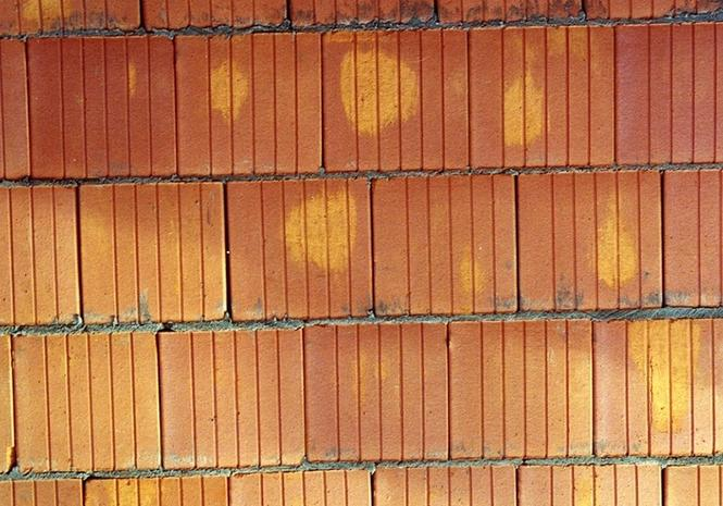 Mur z ceramiki