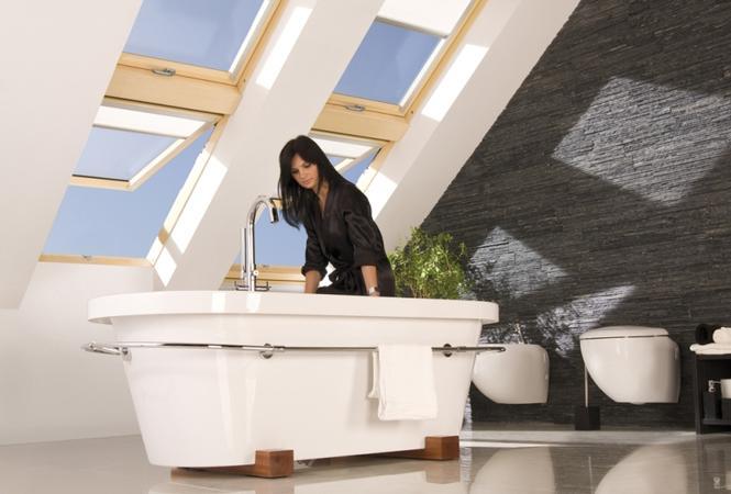 Wygodna łazienka na poddaszu - 7 projektów, jak urządzić łazienkę pod skosami - Łazienka ...